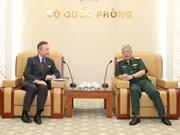 Viceministro de Defensa de Vietnam sostiene encuentro con embajador checo