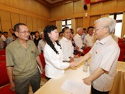 Líder partidista dialoga con electores de Hanoi
