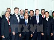 Premier promete facilitar inversión extranjera en Vietnam