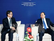 Premier de Vietnam se reúne con líderes empresariales al margen de FEM sobre ASEAN