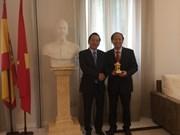 Funcionarios de Hanoi visitan Suiza y España