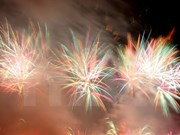 Fuegos artificiales brillan en el cielo de Da Nang