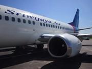 Indonesia: Avión de pasajeros se desliza de pista de aterrizaje