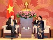 Presidenta del Parlamento de Vietnam recibe a senador estadounidense