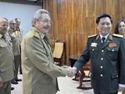 Recibe presidente cubano al ministro de Defensa de Vietnam