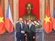 Presidente de Vietnam recibe a su homólogo de República Checa