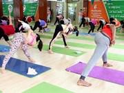 Yoga masivo en ciudad vietnamita por Día Internacional de la disciplina