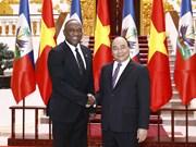 Premier de Vietnam aboga por impulsar cooperación con Haití