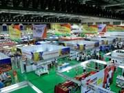Feria comercial Vietnam- Laos favorece cooperación empresarial
