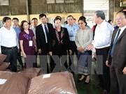 Presidentas de parlamentos vietnamita y laosiano rinden homenaje a mártires