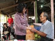 Dirigentes vietnamitas visitan a familias beneficiarias de políticas sociales