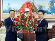 Dirigentes vietnamitas felicitan a Laos por aniversario de amistad binacional