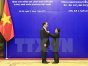 Laos condecora a altos dirigentes vietnamitas