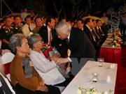 Vietnam impulsa implementación de políticas sobre personas con méritos revolucionarios