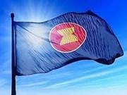 Laos y Camboya izan banderas de ASEAN en saludo al 50 aniversario de fundación del bloque