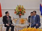 Dirigentes de Camboya reciben a presidente del Frente de la Patria de Vietnam