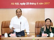 Premier vietnamita orienta tareas de defensa nacional