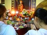 Habitantes de Ciudad Ho Chi Minh participan en ceremonia de gratitud Vu Lan
