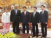 Dirigente de Hanoi recibe al embajador de Cuba en Vietnam