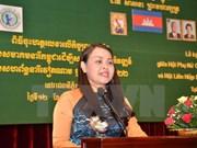 Presidenta de Unión de Mujeres de Vietnam se entrevista con jefe interino de Estado de Camboya
