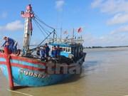 Rescatan a 17 pescadores vietnamitas accidentados en el mar