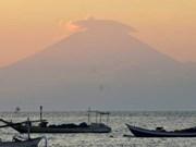 Indonesia eleva nivel de alerta del volcán en Bali