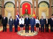 Nuevos embajadores presentan sus cartas credenciales a Presidente de Vietnam