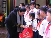 Ofrecen regalos a niños necesitados en ocasión de Fiesta del Medio Otoño