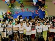 Celebran en localidades vietnamitas Fiesta del Medio Otoño para niños desfavorecidos
