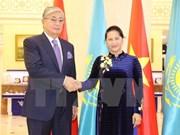 Titular del Parlamento de Vietnam se reúne con presidente del Senado de Kazajstán