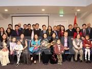 Vicepresidenta de Vietnam dialoga con connacionales en Letonia
