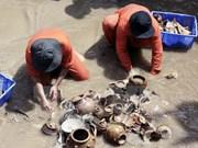 Expertos internacionales prestan atención a cerámica antiguade Vietnam