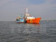 Rescatan a pescadores vietnamitas accidentados en el mar