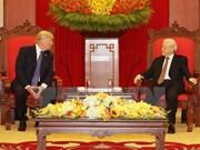 Dirigente partidista vietnamita recibe al presidente estadounidense, Donald Trump