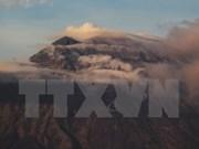 Indonesia evacúa a miles de personas por riesgos de erupción volcánica