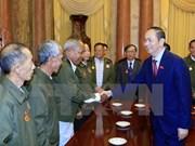 Presidente Dai Quang recibe a laosianos con contribuciones a revolución vietnamita