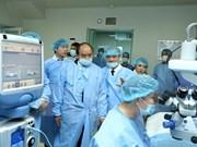 Premier vietnamita pide mejorar servicios de salud visual del pueblo