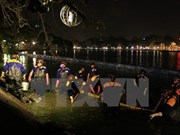 Realizan limpieza de lago Hoan Kiem en Hanoi
