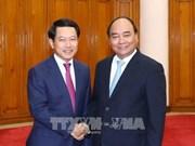 Premier Xuan Phuc: Vietnam da máxima prioridad a relación con Laos