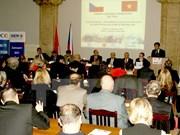 Buscan impulsar comercio e inversión entre Vietnam y República Checa