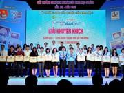 Otorgan premios a estudiantes vietnamitas por sus destacados estudios científicos