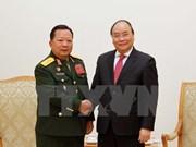 Premier vietnamita recibe a ministro de Defensa de Laos