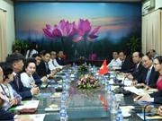 Premier de Vietnam asiste al foro para desarrollo del mercado de frutas y verduras