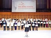 Toyota Vietnam entrega becas a talentos músicos vietnamitas
