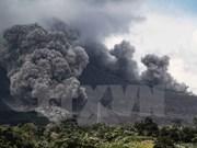 Volcán Sinabung de Indonesia vuelve a entrar en erupción