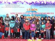 Provincia de Ha Giang da bienvenida a primer turista foráneo en 2018