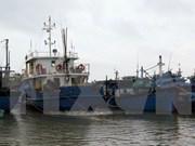 Rescatan a cinco pescadores vietnamitas accidentados en el mar