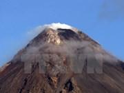 Miles de filipinos evacuados ante posible erupción del volcán Mayon