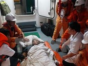 Vietnam salva a marinero filipino accidentado en el mar