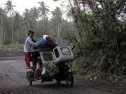 Volcán en Filipinas emite ríos de lava y columnas de cenizas